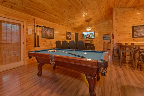 6 bedroom cabin with Pool table and theater area - Bear Cove Lodge