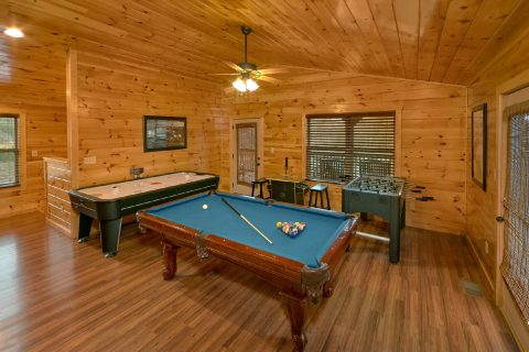 Cabin with pool table, air hockey and Foosball - Bear Cove Lodge