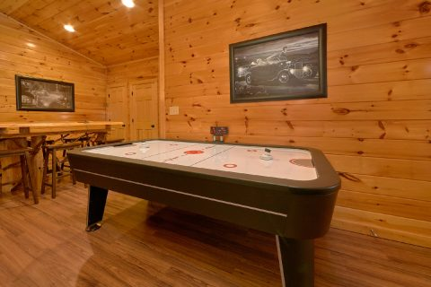 Pigeon Forge cabin with Air hockey and Game room - Bear Cove Lodge