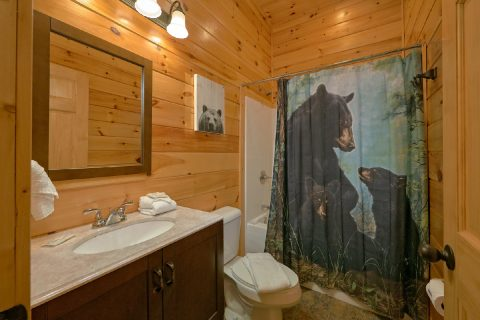 6 Bedroom cabin with private bathrooms - Bear Cove Lodge