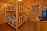 Luxurius 6 bedroom cabin with full size bunk bed