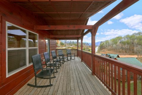 6 Bedroom Cabin in Pigeon Forge with resort pool - Bear Cove Lodge