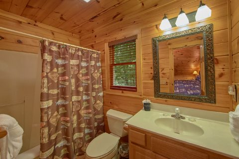 Gatlinburg Spacious 4 Bedroom Cabin Sleeps 8 - Bear Crossing