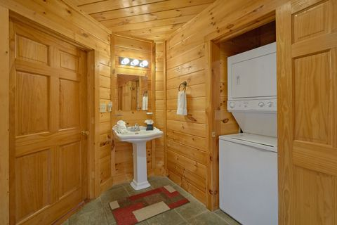 1 Bedroom Cabin with Washer and Dryer - Bear Hugs