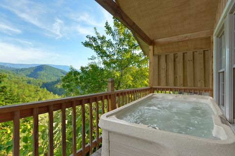 Private Hot Tub with Views - Bear Hugs