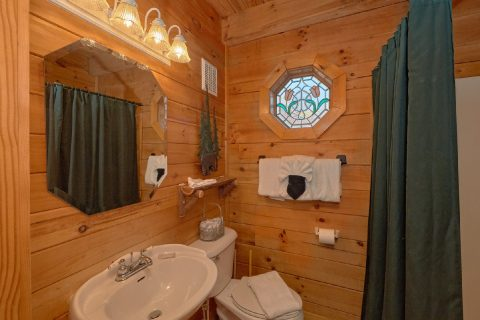 Full Bath Rooms 1 Bedroom Cabin - Bear Hugs II