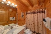 Cabin in Wears Valley with 2 private bathrooms