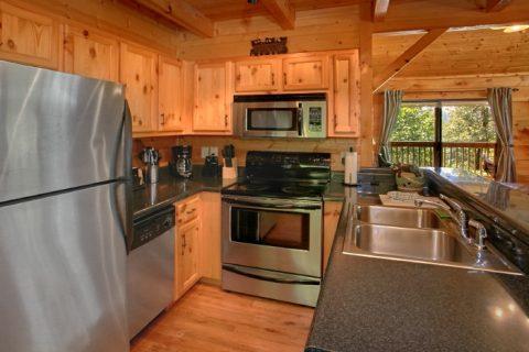 2 Bedroom Cabin with Spacious Breakfast Bar - Bear Necessity