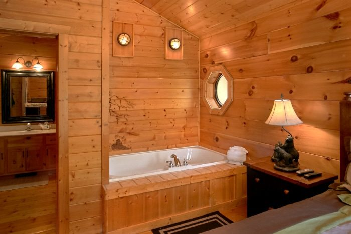 2 Bedroom Cabin with Jacuzzi Tub - Bear Necessity