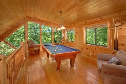 2 Bedroom Cabin with Pool Table and Game Room - Bear Necessity