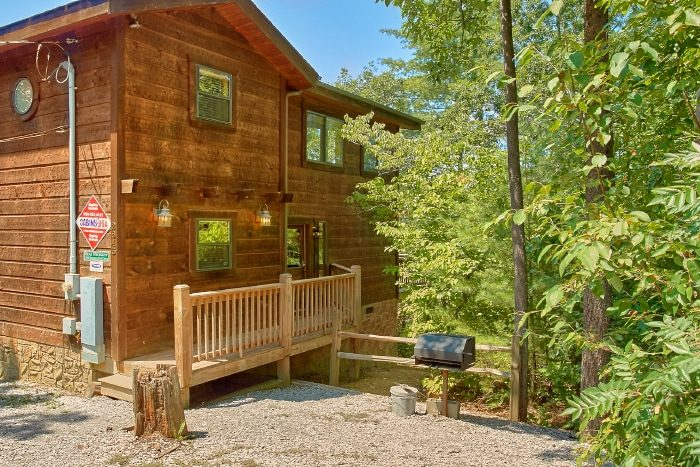 Cabin with 2 Bedrooms, Mountain View and Grill - Bear Necessity