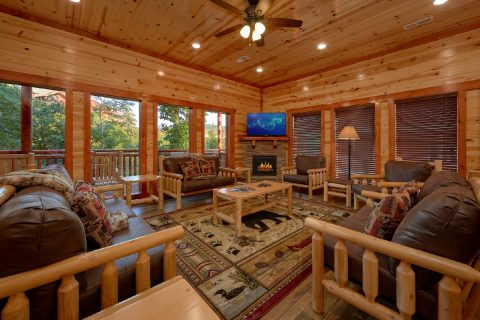 New 6 Bedroom 6 Full 2 Half Baths Sleeps 20 - Bear Paddle Lodge