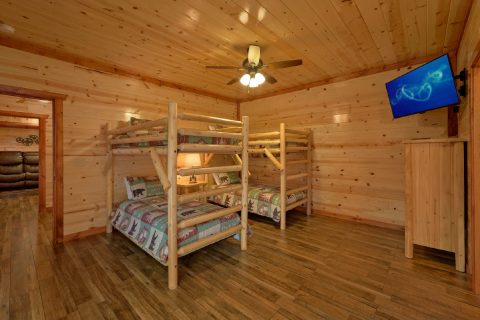 6 Bedroom Cabin with Kids Bunk Bedroom - Bear Paddle Lodge