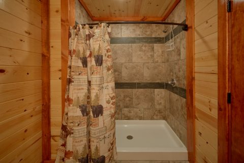Luxurious 6 Bedroom Cabin with Walk In Showers - Bear Paddle Lodge