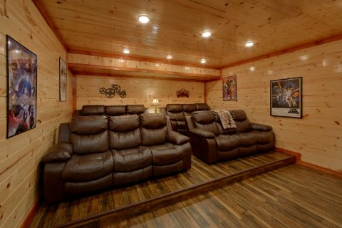 6 Bedroom with Theater Room Sleeps 20 - Bear Paddle Lodge