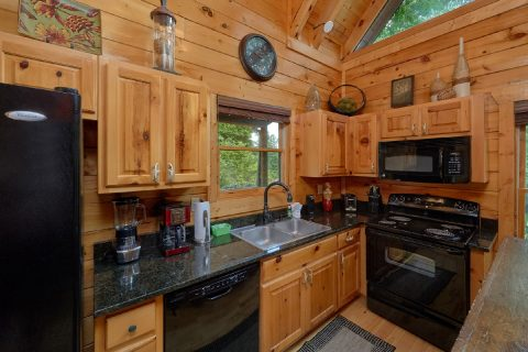 3 Bedroom Cabin with a fully stocked kitchen - Bear Pause Cabin