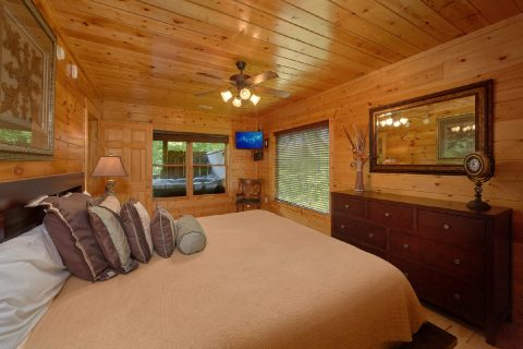 3 Bedroom Cabin with a King Suite in lower-level - Bear Pause Cabin