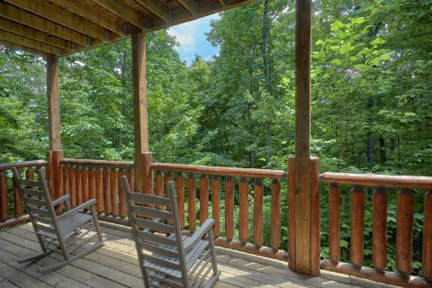 3 Bedroom Cabin with Rocking Chairs on the Deck - Bear Pause Cabin