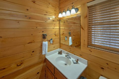 Cabin with 2 Master Baths and 2 Jacuzzi Tubs - Bear Paw Bridge