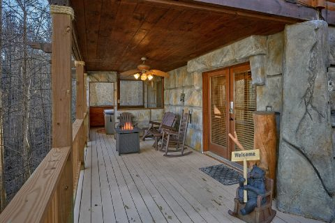 Gatlinburg cabin with fire pit and wooded view - Bear Paw Bridge