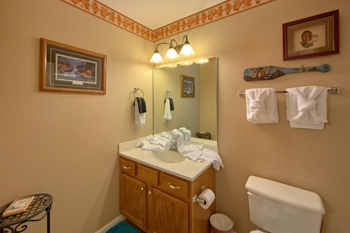 2 Bedroom Cabin with 2 Private Bathrooms - Bear Paw Chalet