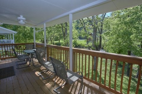 2 Bedroom Cabin with a River View - Bear Paw Chalet