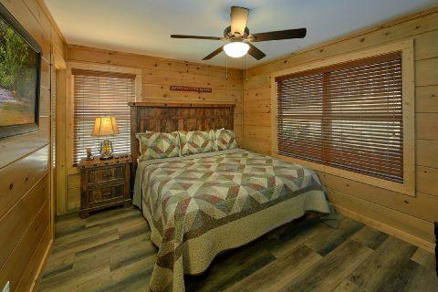 King Bedroom on Main Floor with Flatscreen TV - Bear Paws