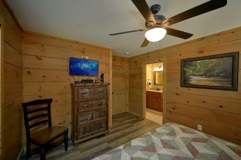 Main Floor King Bedroom with Flatscreen TV - Bear Paws