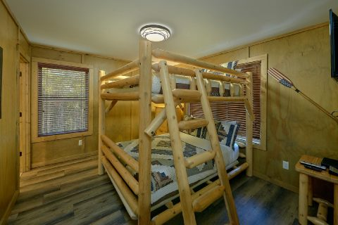 2 Queen Bunkbeds Sleeps 13 with WiFi - Bear Paws