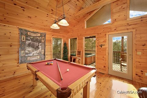 1 Bedroom Cabin with a Luxurious Pool Table - Bear Tracks