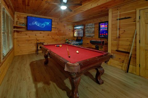 Game Room with Pool Table, and Arcade Games - Bearadise Lodge