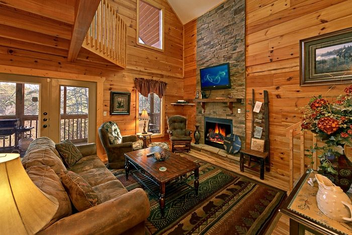 Cabin with Fully Furnished Living Room - Bear-E-Nice