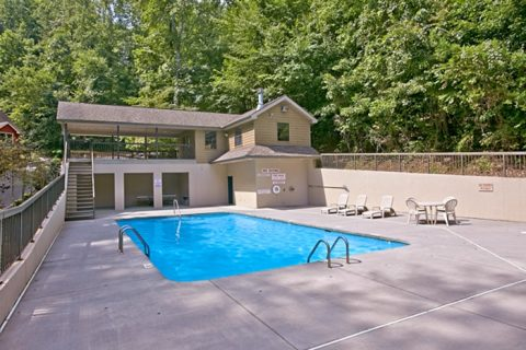 Smoky Mountain Cabin with Resort Pool Access - Bear-E-Nice