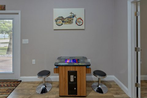 Arcade Game 3 Bedroom Sleeps 8 - Bearfoot Bungalow