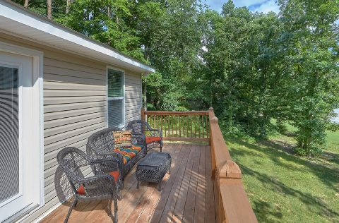 Spacious Deck with Table and Chairs - Bearfoot Bungalow