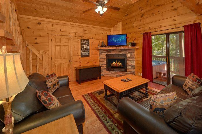 3 Bedroom Cabin Sleeps 9 in Pigeon Forge - Bearfoot Dreams
