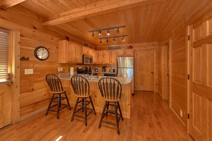 3 Bedroom Cabin Sleeps 9 Open Floor Plan - Bearfoot Dreams