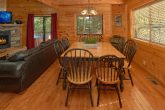 3 Bedroom Cabin with large Dining Room Table