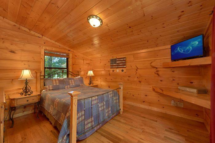 3 Bedroom Cabin with 2 Main Floor Bedrooms - Bearfoot Dreams