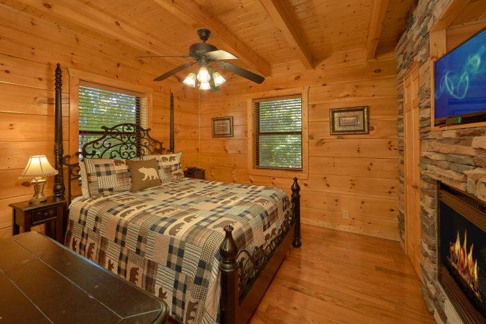 3 Bedroom Cabin Sleeps 9 2 Main Floor Bedrooms - Bearfoot Dreams