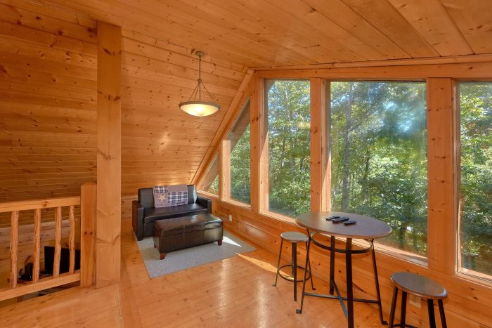 3 Bedroom Cabin Sleeps 9 with Loft Game Room - Bearfoot Dreams