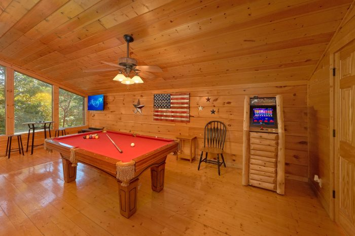 Loft Game Room with Pool Table and Arcade - Bearfoot Dreams