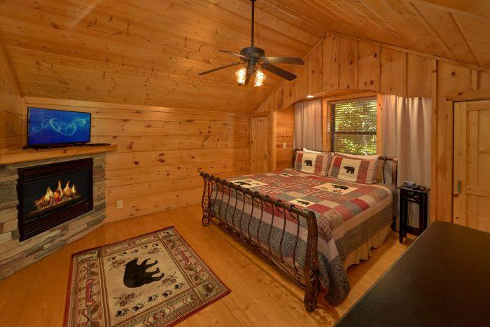Top Floor Master Suite 3 Bedroom Cabin - Bearfoot Dreams