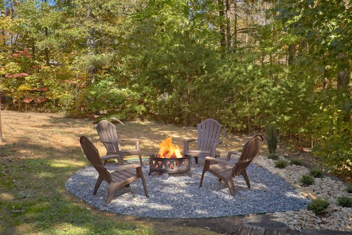 3 Bedroom Cabin with Fire Pit Pigeon Forge - Bearfoot Dreams