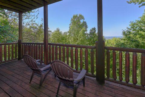 2 Bedroom cabin with Views Sleeps 8 - Bearfoot Haven