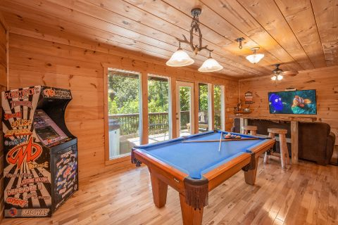 Luxury 3 Bedroom Cabin with Pool Table - bearHAVEN