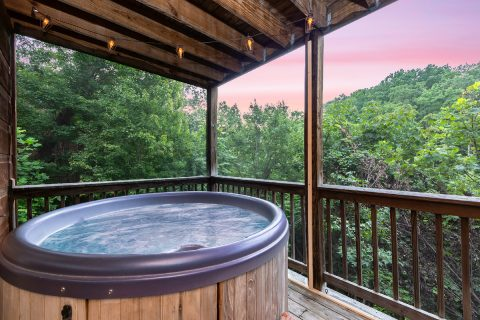 Luxury 3 Bedroom Cabin with Hot Tub and View - bearHAVEN