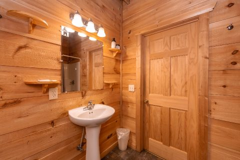 Full Bathroom in Loft Bedroom - bearHAVEN