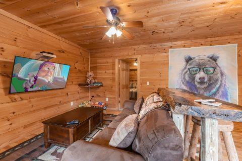 Spacious 3 Bedroom Cabin with Large TV - bearHAVEN