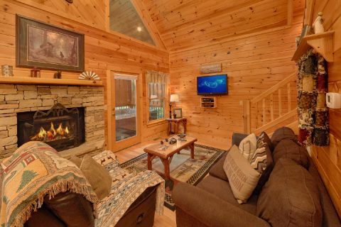 Luxurious 1 Bedroom Cabin 2 Bath Sleeps 6 - Bear'ly Makin' It
